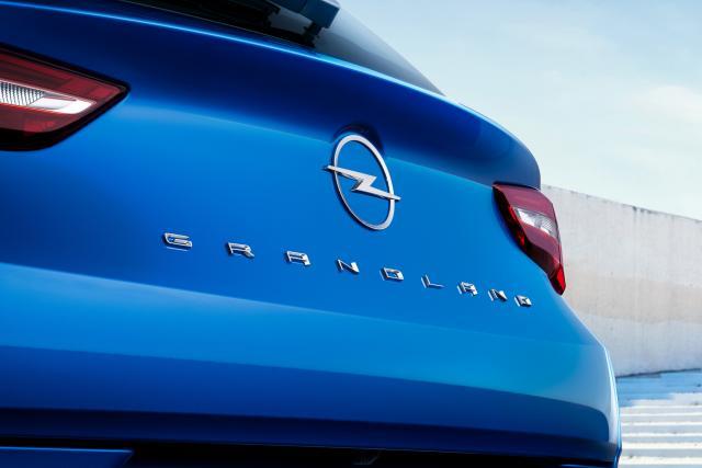 Прикачено изображение: 10-Opel-Grandland-Hybrid4-515796.jpg