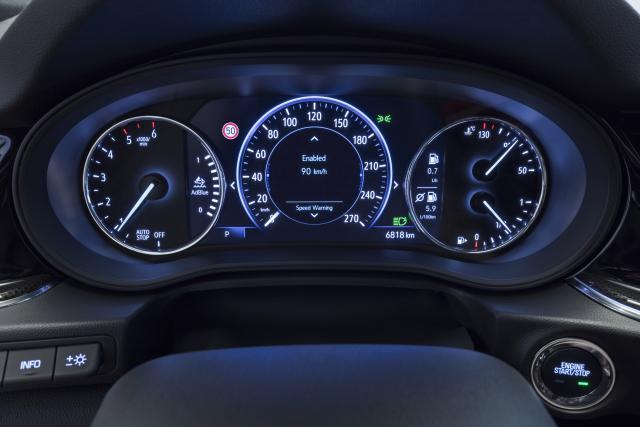 Прикачено изображение: Opel-Insignia-Infotainment-503333.jpg